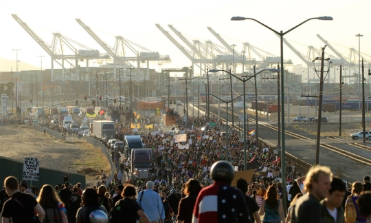 Occupy-Oakland-General-Strike-view-from-Adeline-St.-Bridge-to-Port-of-Oakland-110211